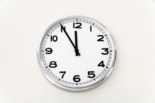 Watching「Wall clock, time measurement, close up」:スマホ壁紙(10)