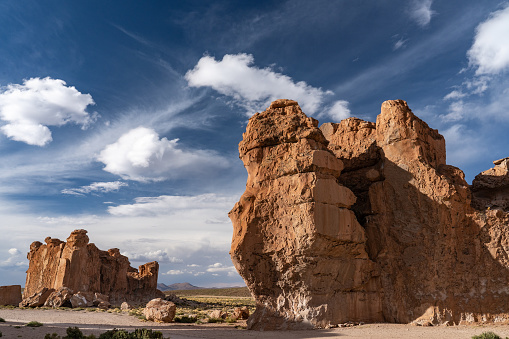 Bolivian Andes「Surreal rock formations caused by the elements, against dramatic cloudscape, Vallee de Rocas, Bolivian Andes, Bolivia」:スマホ壁紙(19)