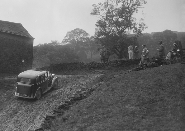Dirt Road「Standard saloon of GA Wooding competing in the MCC Sporting Trial, 1935」:写真・画像(3)[壁紙.com]