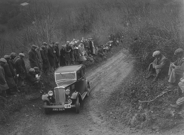 Country Road「Standard saloon of HF Deane competing in the MCC Lands End Trial, 1935」:写真・画像(12)[壁紙.com]