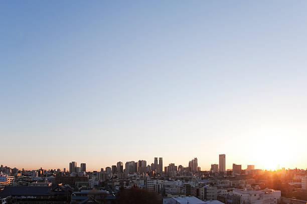 Office buildings in the morning, copy space:スマホ壁紙(壁紙.com)