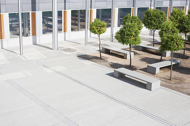 Office building courtyard:スマホ壁紙(壁紙.com)