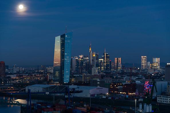 月「Frankfurt Financial District」:写真・画像(9)[壁紙.com]