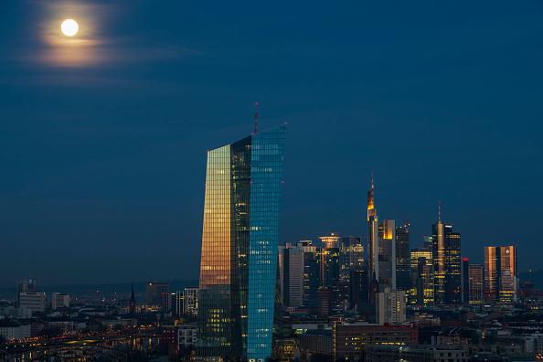 月「Frankfurt Financial District」:写真・画像(7)[壁紙.com]