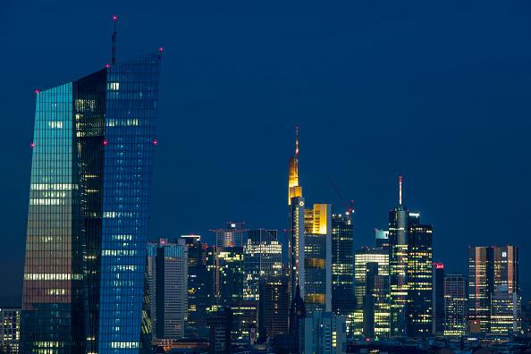 月「Frankfurt Financial District」:写真・画像(1)[壁紙.com]
