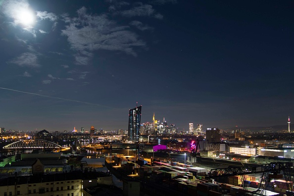月「Frankfurt Financial District」:写真・画像(4)[壁紙.com]