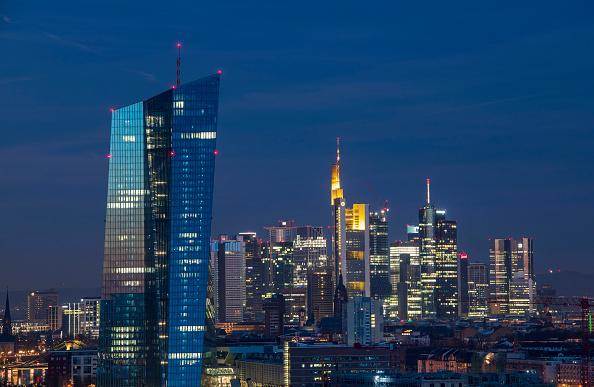 月「Frankfurt Financial District」:写真・画像(3)[壁紙.com]