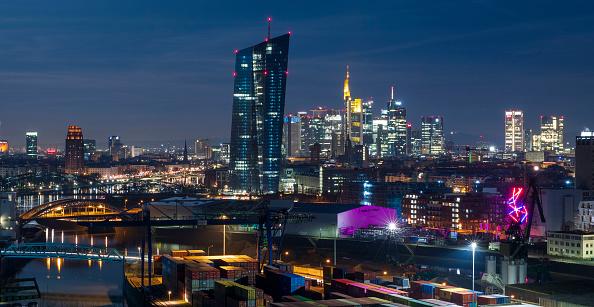 月「Frankfurt Financial District」:写真・画像(2)[壁紙.com]