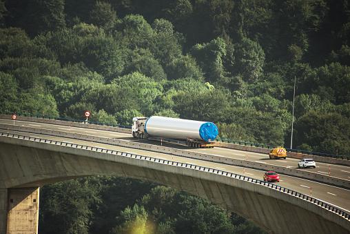 Bizarre「Oversize load trailer on highway viaduct」:スマホ壁紙(11)