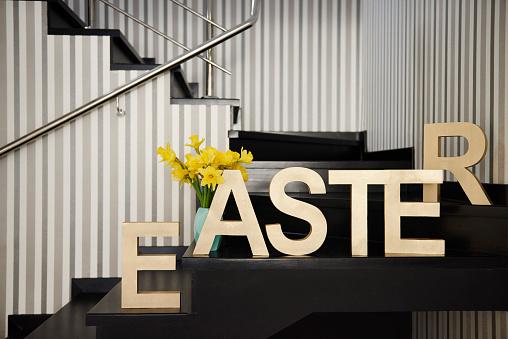 水仙「Word Easter on stairs at home」:スマホ壁紙(5)