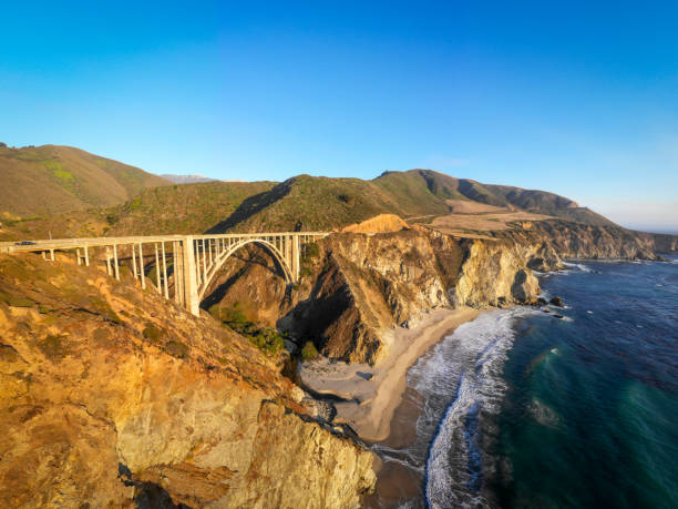 Bixby Bridge in Monterey County California:スマホ壁紙(壁紙.com)