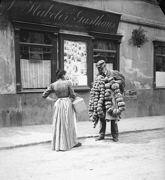 Middle Class「A sponge-dealer. Vienna. Photograph around 1900」:写真・画像(17)[壁紙.com]