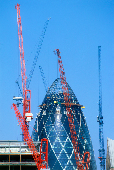 Urban Skyline「St Mary Axe, the Gherkin (Swiss Re Headquarters) during construction, City of London, United Kingdom. Designed by Sir Norman Foster and Partners.」:写真・画像(10)[壁紙.com]