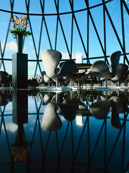 Architecture「30 St Mary Axe, or the Gherkin, tables and chairs at the top of the tower」:写真・画像(13)[壁紙.com]