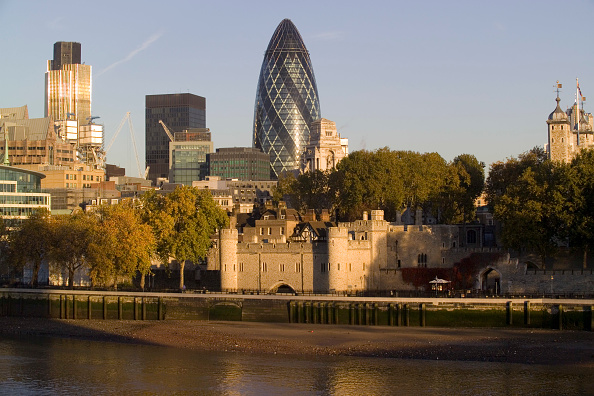 UNESCO World Heritage Site「30 St Mary Axe, The Gherkin Swiss-Re building & City of London at dawn, UK」:写真・画像(1)[壁紙.com]