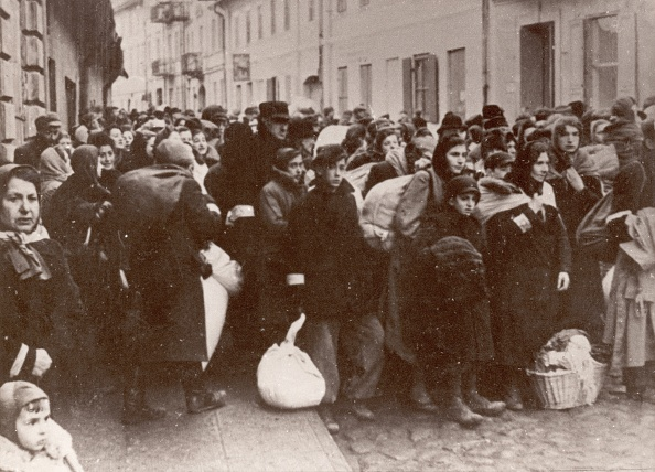 Waiting「Jews waiting for the deportation」:写真・画像(18)[壁紙.com]