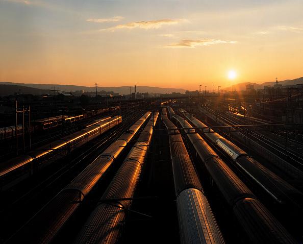 Dawn「Railway at Main Station, City of Zurich, Switzerland」:写真・画像(4)[壁紙.com]
