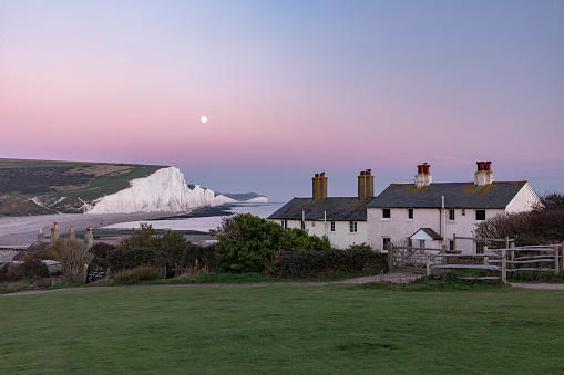 Emergency Services Occupation「Famous Seven Sisters cliffs and coast guard cottages at sunset, located in East Sussex, England, 2018」:スマホ壁紙(13)