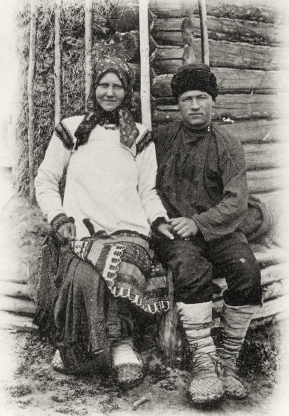 Farm Worker「Russian Types: Peasant couple, Russia Photograph, Around 1900」:写真・画像(10)[壁紙.com]