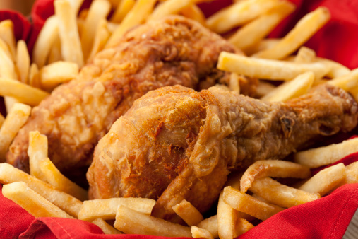 Fried Chicken「Golden fried chicken on a bed of French fries and red napkin」:スマホ壁紙(17)
