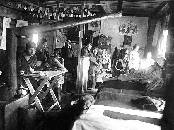 Dorm Room「Gulag labor camp」:写真・画像(15)[壁紙.com]