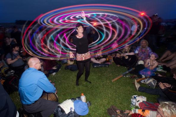 Dawn「Thousands Gather To Celebrate Summer Solstice At Stonehenge」:写真・画像(18)[壁紙.com]