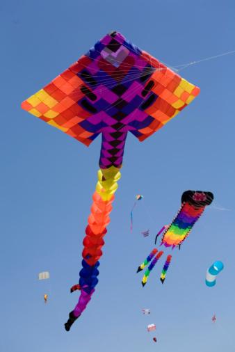 Kite - Toy「Different kites in a blue sky」:スマホ壁紙(17)