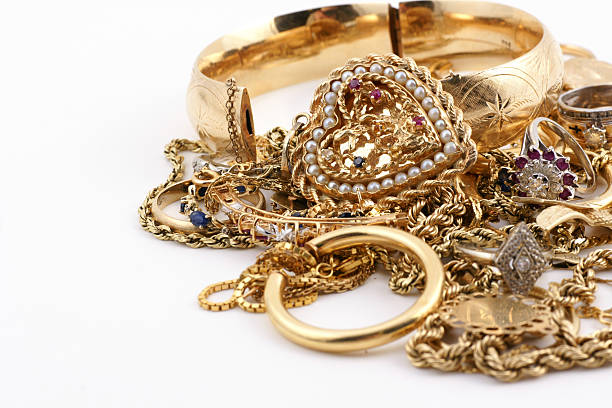A messed up pile of gold jewelry:スマホ壁紙(壁紙.com)
