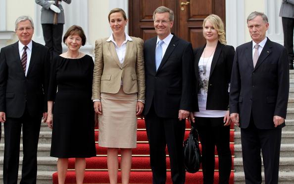 Schloss Bellevue「Wulff Officially Welcomed At Schloss Bellevue」:写真・画像(9)[壁紙.com]
