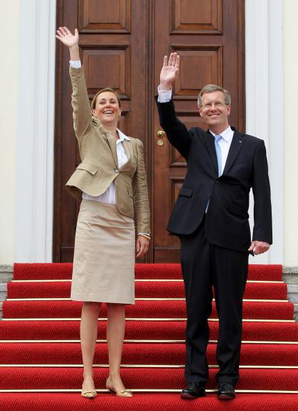 Schloss Bellevue「Wulff Officially Welcomed At Schloss Bellevue」:写真・画像(6)[壁紙.com]
