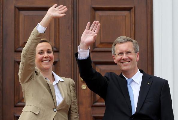 Schloss Bellevue「Wulff Officially Welcomed At Schloss Bellevue」:写真・画像(8)[壁紙.com]
