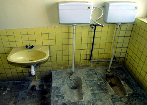 Toilet「Bathroom in a House In Kabul」:写真・画像(9)[壁紙.com]