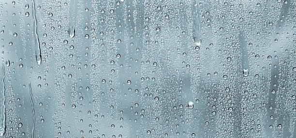 water drops on a window:スマホ壁紙(壁紙.com)
