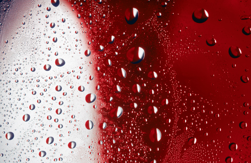 Liquid「Water drops on red and white」:スマホ壁紙(8)
