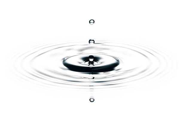 Water drops on white II - Freeze frame motion drop:スマホ壁紙(壁紙.com)