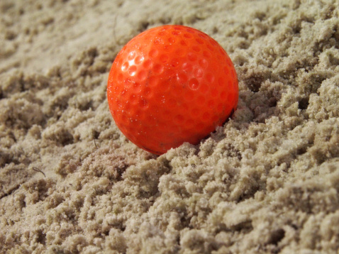 Sand Trap「Water drops on golf ball in sand, extreme close-up」:スマホ壁紙(14)