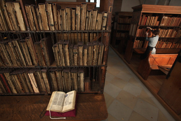 Manuscript「The Newly Cleaned And Extremely Rare Chained Library At Hereford Cathedral」:写真・画像(15)[壁紙.com]