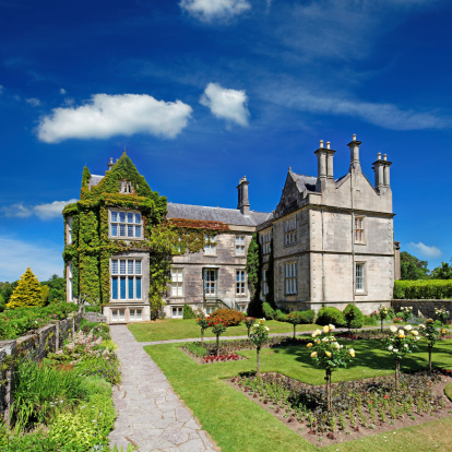 Ornamental Garden「Tudor style mansion in Ireland」:スマホ壁紙(1)