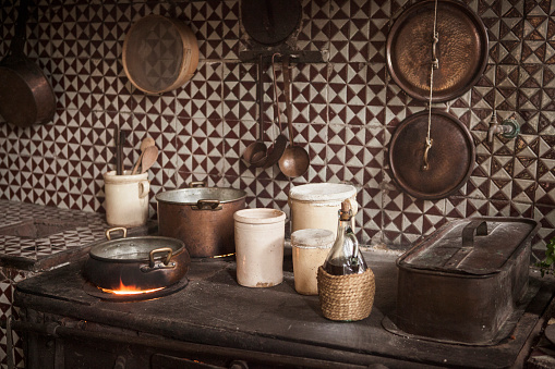 Cast Iron「Pots and pans on cast iron stove in kitchen」:スマホ壁紙(19)