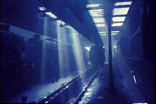 Steam「Rays at Rosegrove. Stanier Black Five and 8Fs reside amid the sunlight smoke and shadow. July 1968.」:写真・画像(15)[壁紙.com]