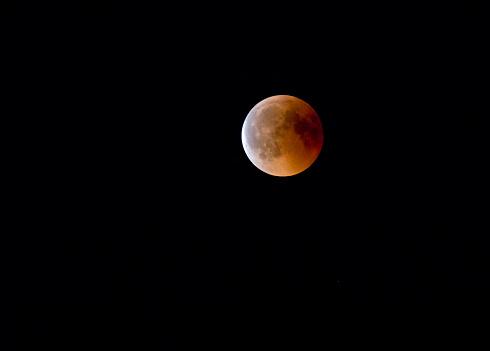 皆既月食「Germany, Rosenheim, lunar eclipse」:スマホ壁紙(13)