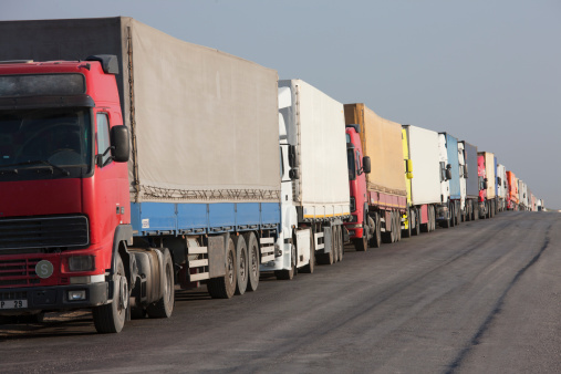 Waiting In Line「Lorries queuing, Turkemnistan border」:スマホ壁紙(17)