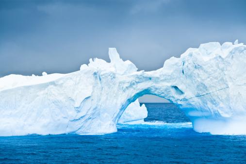 Antarctica「Antarctic Iceberg Natural Arch」:スマホ壁紙(8)