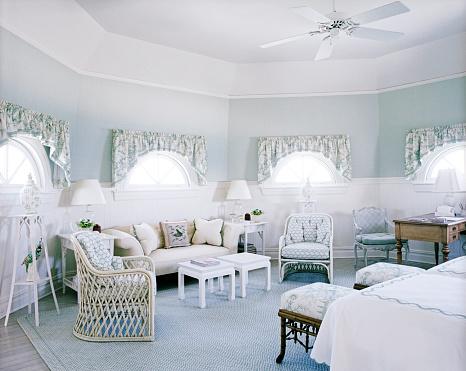 Ceiling Fan「Wide view of bedroom with an octagon shape」:スマホ壁紙(1)