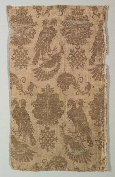 Gold-Patterned Silk With Falcons And Heraldry:ニュース(壁紙.com)