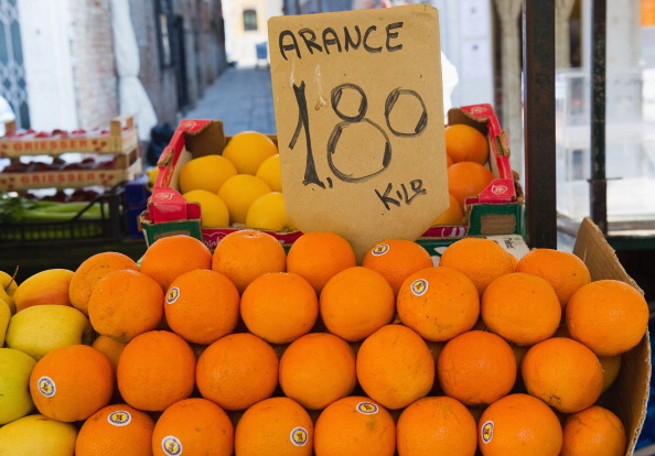 Orange - Fruit「The Eurozone Crisis Deepens As Greece Attempts To Avoid Bankruptcy」:写真・画像(10)[壁紙.com]