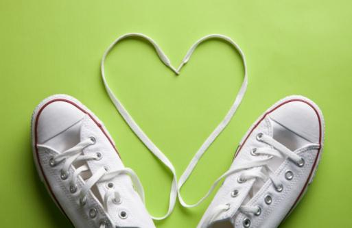 Shoe「White sneakers in love」:スマホ壁紙(3)