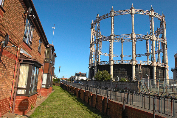 Brick House「Gas storage holders in a residential area of Great Yarmouth, United Kingdom」:写真・画像(5)[壁紙.com]
