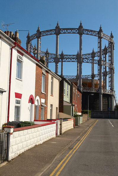 Brick House「Gas storage holders in a residential area of Great Yarmouth, United Kingdom」:写真・画像(4)[壁紙.com]