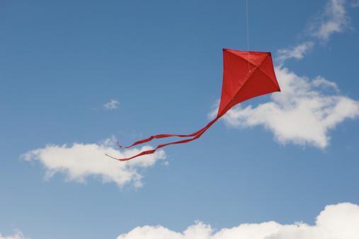 kite flying「Red kite in sky」:スマホ壁紙(1)